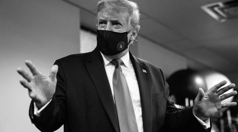 Трамп виставив фото в масці