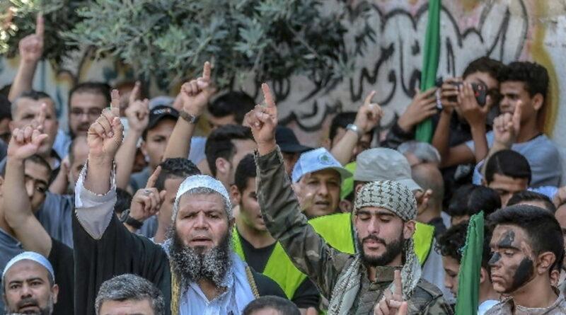 ХАМАС с посланием к Израилю запускает ракеты в Средиземное море
