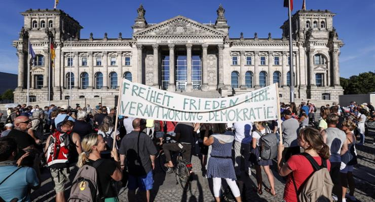 заворушення в Берліні тривають