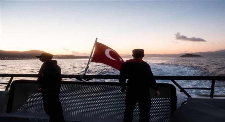 в Эгейском море опрокинулась лодка с местными жителями