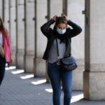 Все більше і більше міст Франції вводять вимогу носити маски на відкритому повітрі