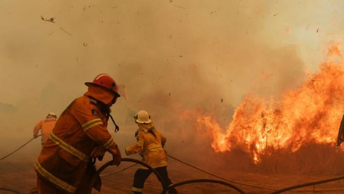 сильна пожежа поблизу Марселя