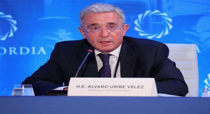 суд помістив сенатора Альваро Урібе під домашній арешт