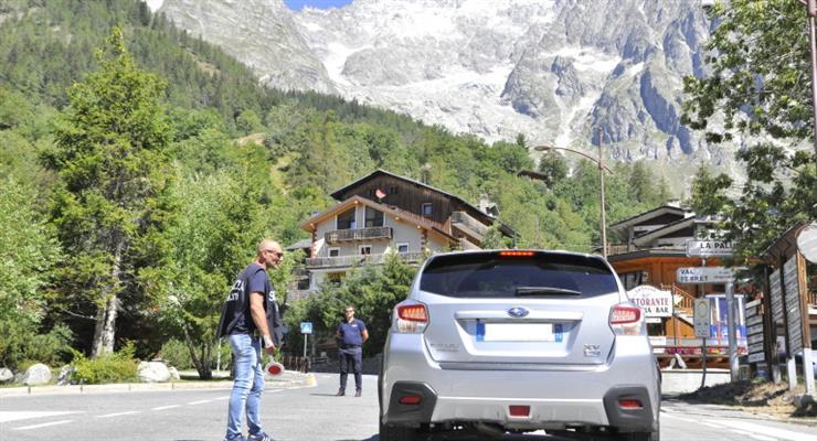 эвакуация жителей части итальянской альпийской долины из-за ледника