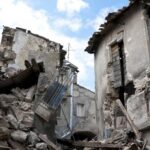 Більше 60 чоловік були врятовані живими з-під завалів будівлі, що обрушилася в Індії