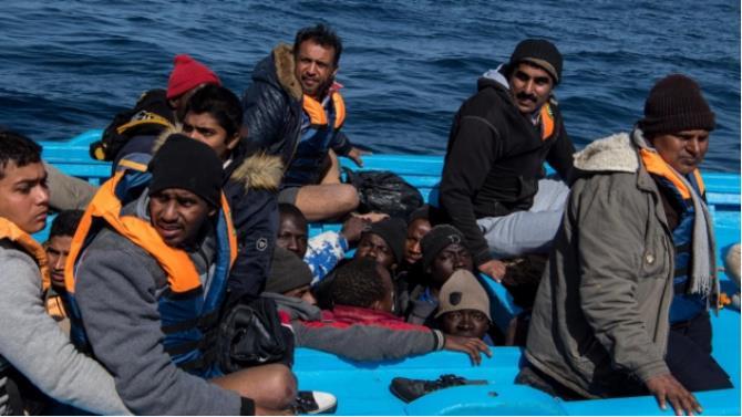пожежа спалахнула на вітрильнику-мігранта біля берегів південної Італії