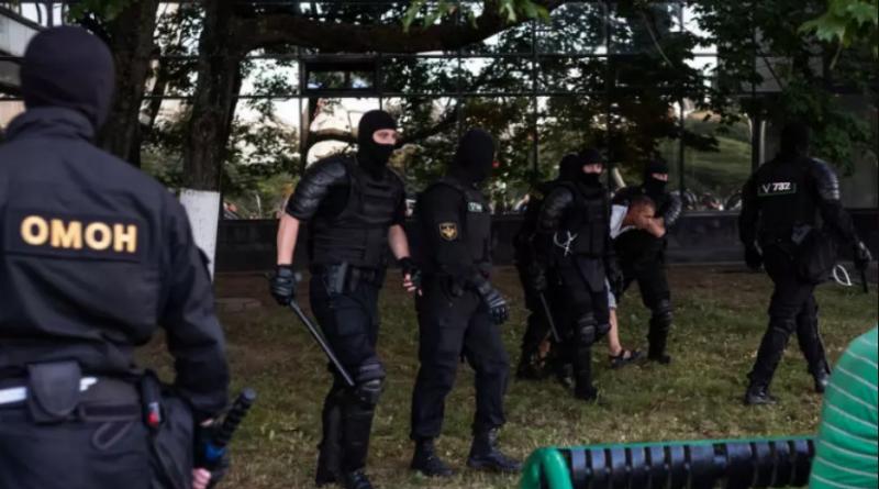 Спецназ стріляв в учасників протесту, що стояли на балконах в Мінську