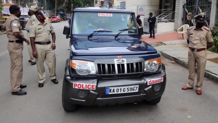Столкновения с полицией и акции протеста в Индии из-за поста в интернете
