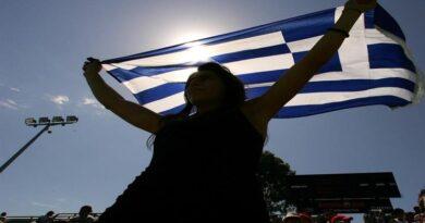 вчителі та учні протестують в Греції