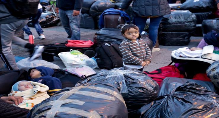 почалося переселення біженців з табору Лесбос-Морія