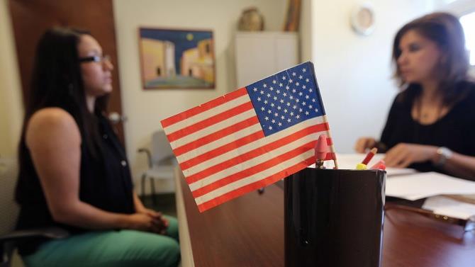 США відновлюють видачу грін-карт