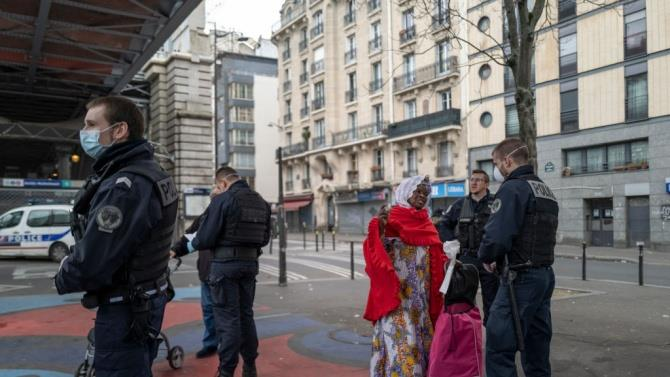 у Франції напали на двох поліцейських