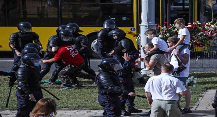 поліції дозволено застосовувати зброю