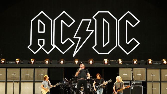 помер гітарист рок-групи AC/DC