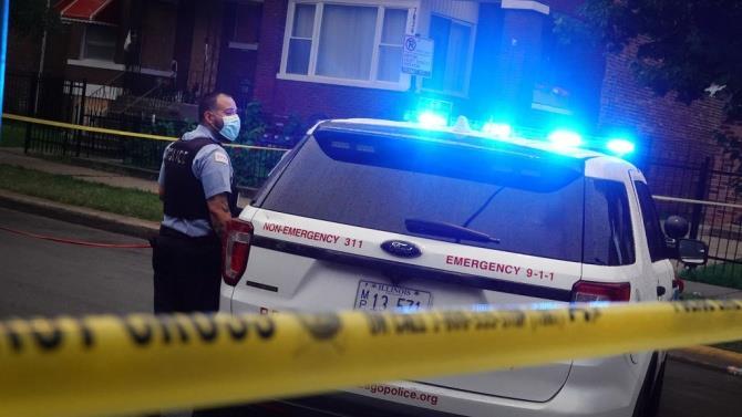 две женщины напали на охранника