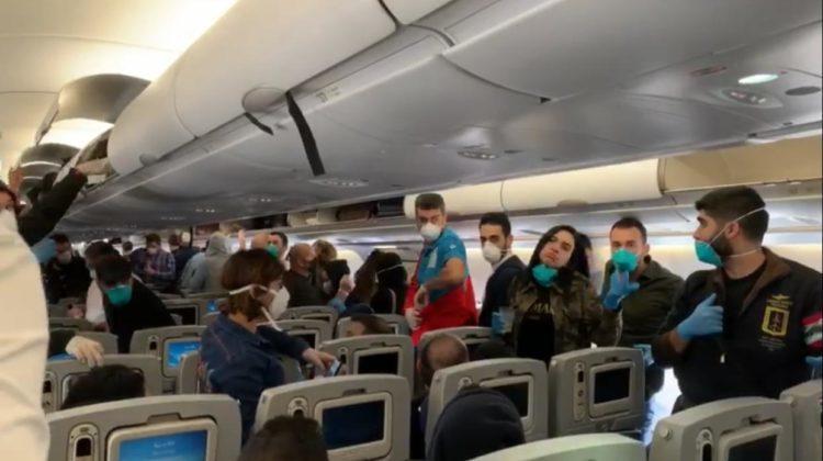 жінку без маски зняли з літака
