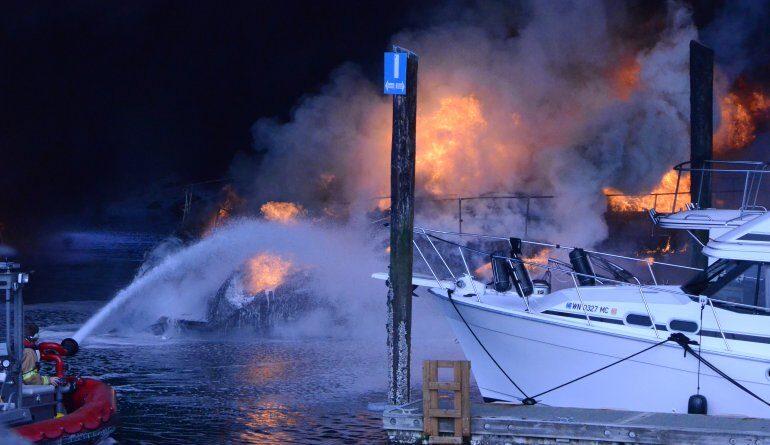 при вибуху катера постраждали 13 осіб