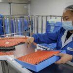 Бразилія припинила випробування китайської вакцини проти Covid-19