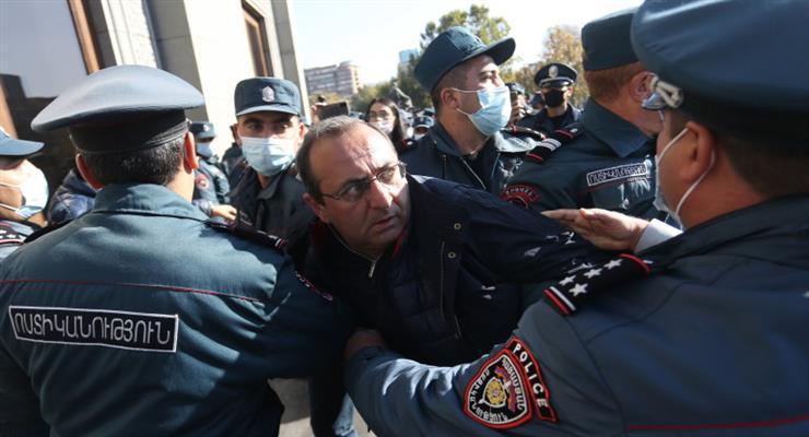 арестованы 10 оппозиционеров