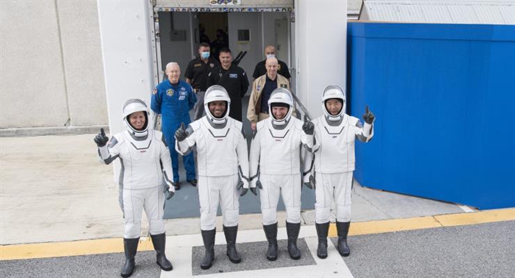 запущений корабель SpaceX Crew Dragon з чотирма астронавтами на борту