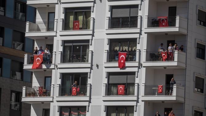 в Туреччині інфікованим коронавірусів видають браслети
