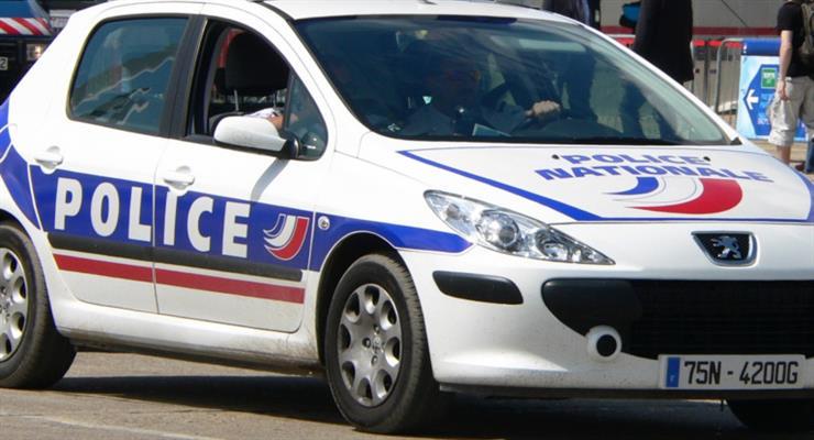 четверо поліцейських Парижа постали перед судом за насильство