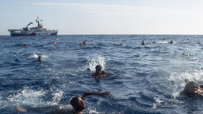 врятовано 64 мігранта