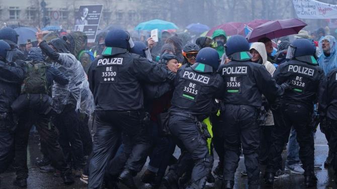 власти не санкционировали протесты против противоэпидемических мер