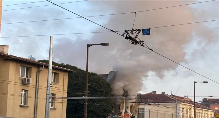 в центре Москвы возник пожар в больнице