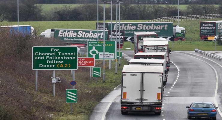 кілометрові черги вантажівок на кордоні