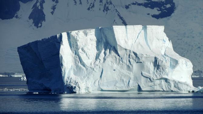 величезний айсберг загрожує островам Південна Георгія