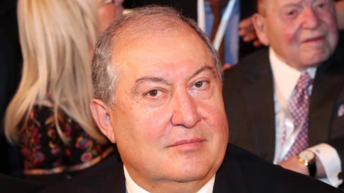 президент Вірменії в лікарні