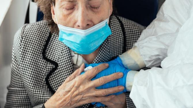 примусова вакцинація в будинку для літніх людей