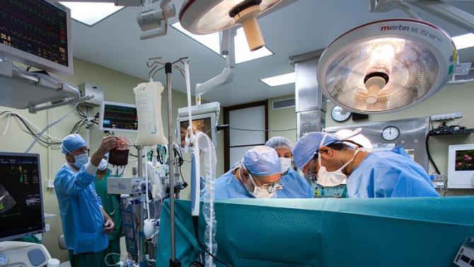 пацієнту пересадили дві руки і два плеча