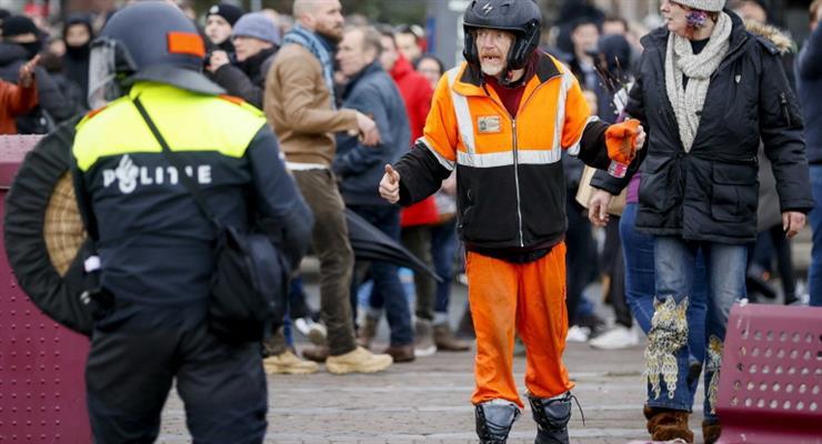 протесты в Амстердаме