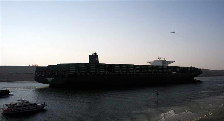 контейнеровоз як і раніше на мілині