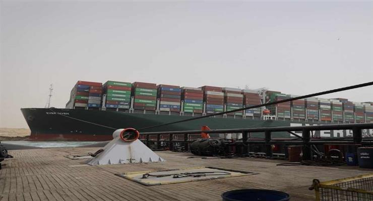 рух по Суецькому каналу відновлено