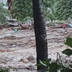 44 людини загинули в результаті проливних дощів, зсувів і повеней в Індонезії (ВІДЕО)