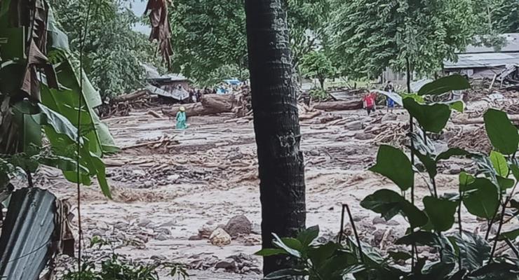повінь в Індонезії