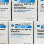 Вакцинація Johnson & Johnson проти коронавіруса зупинена в двох місцях в США через численні побічні ефекти