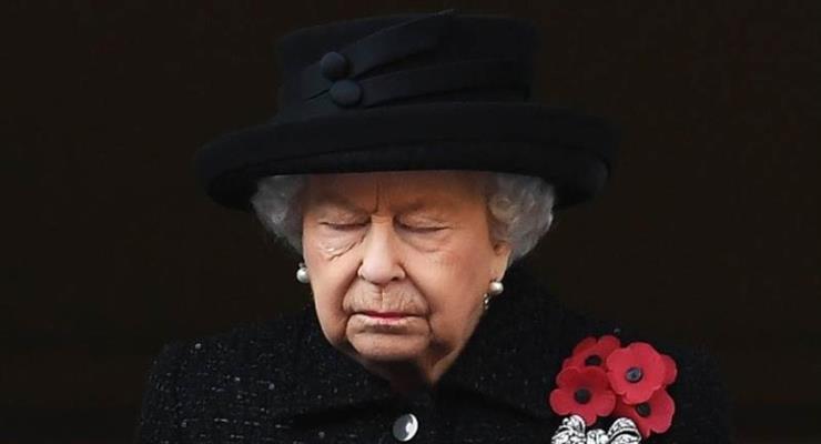 королева Англії повернулася до обов'язків