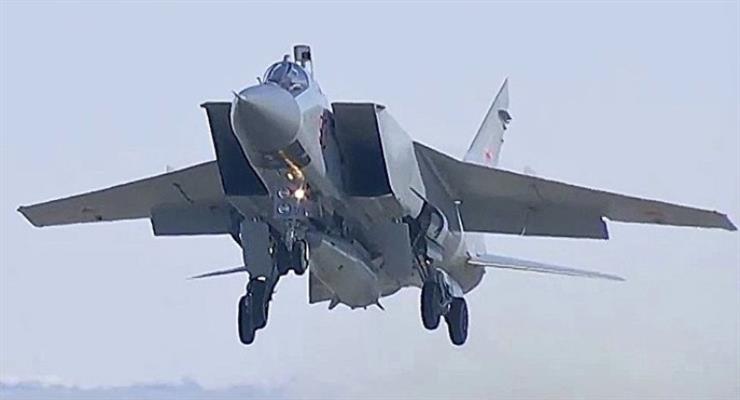 российский МиГ-31 перехватил самолет-разведчик