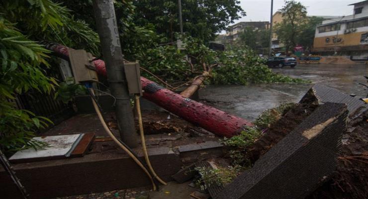 циклон вирує в Індії