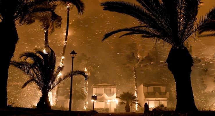 пожар недалеко от Афин