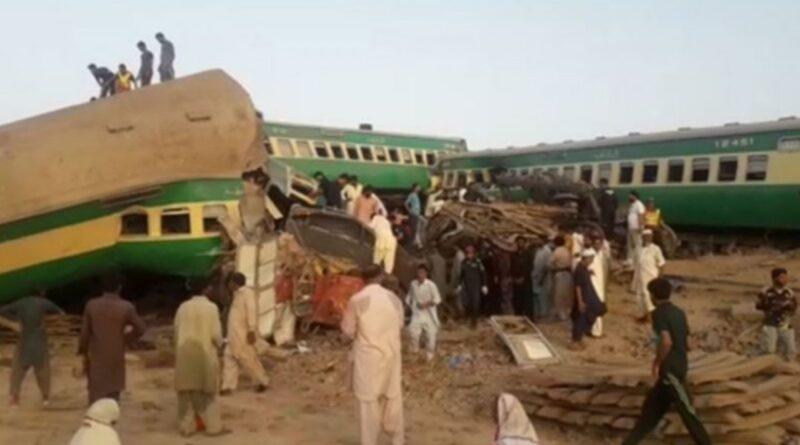 столкновение поездов в Пакистане