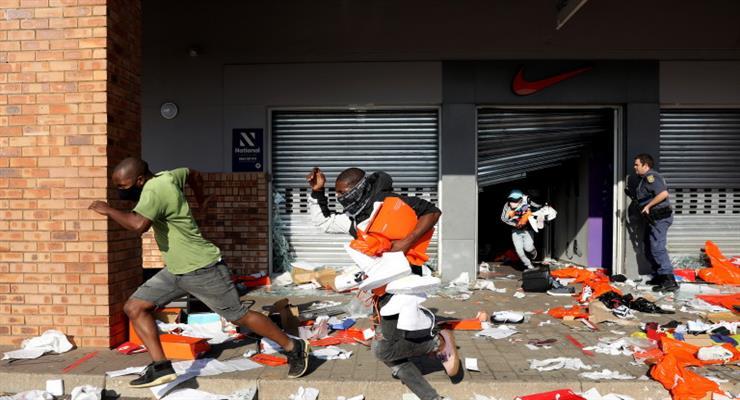 люди гинуть на акціях протестів в ПАР