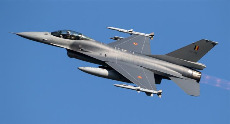 F-16 врезался в здание военного аэропорта