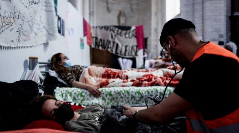 мігранти призупинили голодування