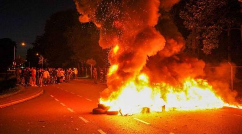 голландські протестувальники палили шини біля бази з афганськими біженцями