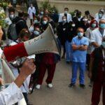 300 грецьких медпрацівників протестують проти обов'язкової вакцинації проти Covid